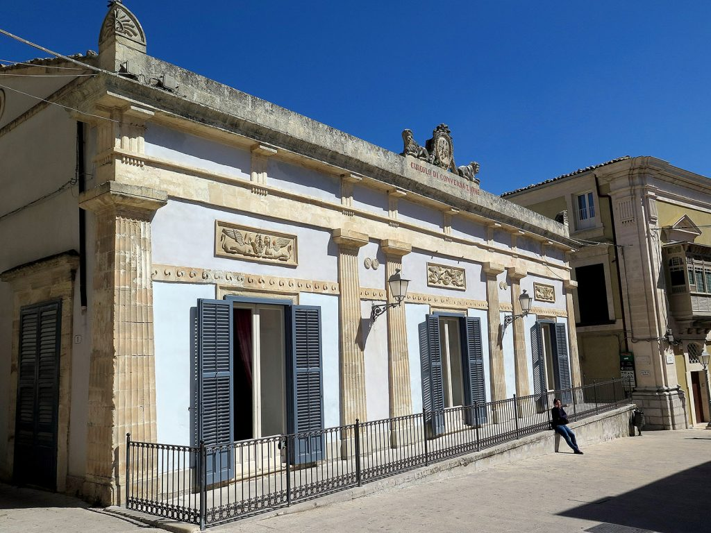 Comisario Montalbano: Circolo di Conversazione de Ragusa