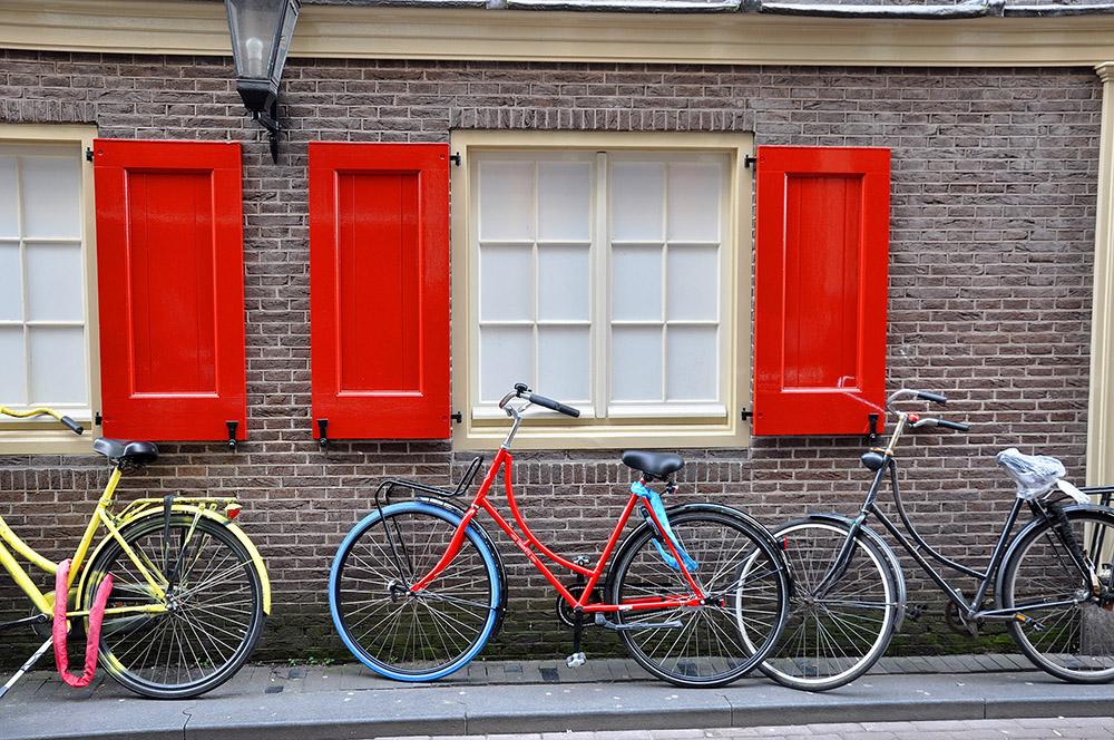 Bicis en Zeedijk, el barrio chino de Ámsterdam