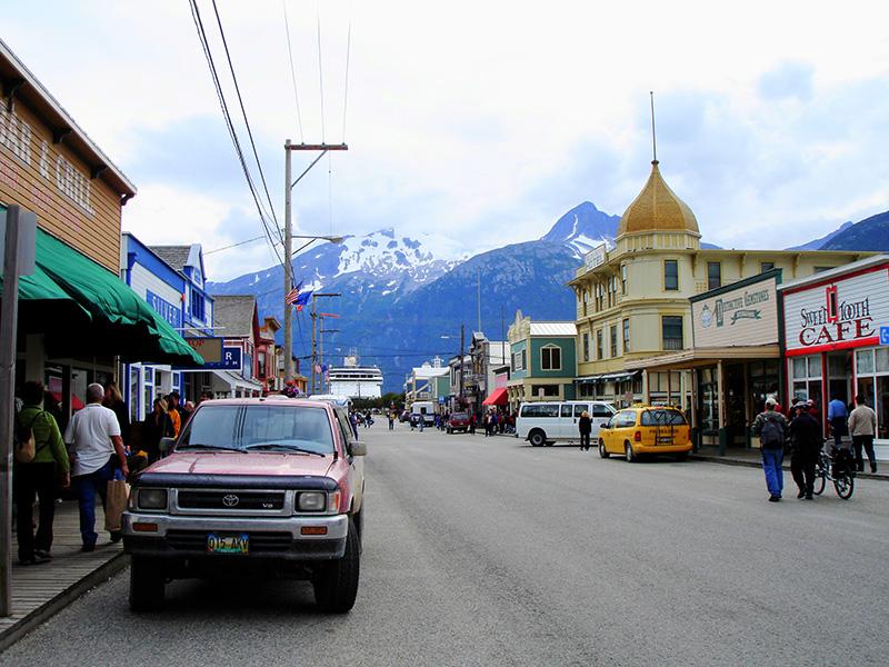 El camino del oro hacia el Klondike. Front Street en Skagway. Alaska