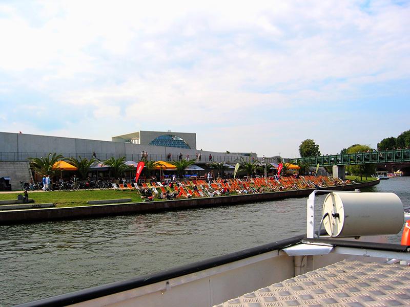 """Berlín: """"Playas"""" en las orillas del río"""