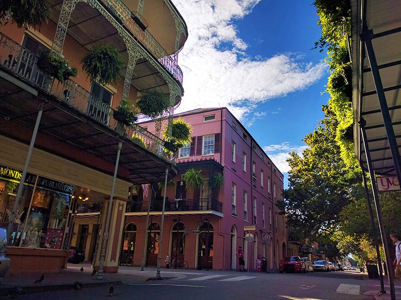 Ruta 61: Las casas de colores y los balcones metálicos son característicos de Nueva Orleans