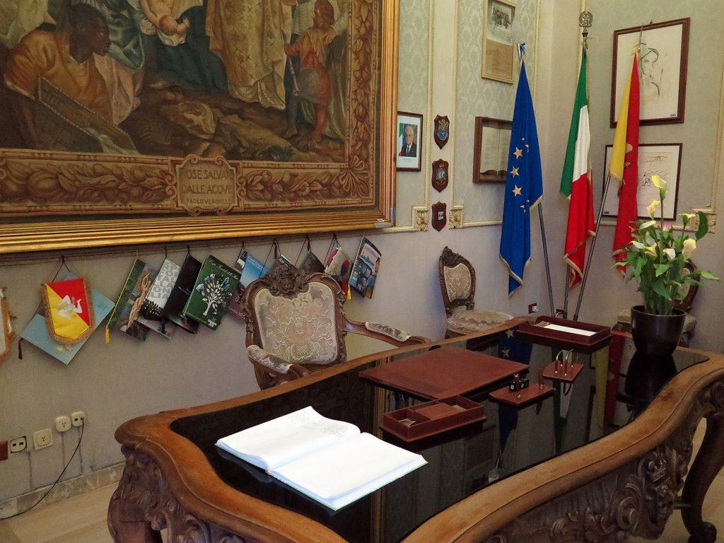 Comisario Montalbano: Despacho del Gabinetto dal Sindaco
