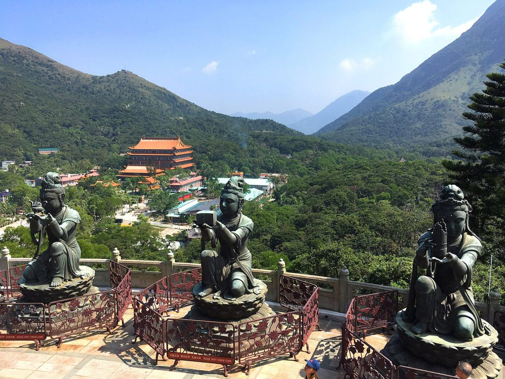 Hong Kong: Buda Tian Tan, vista hacia el monasterio Po Lin