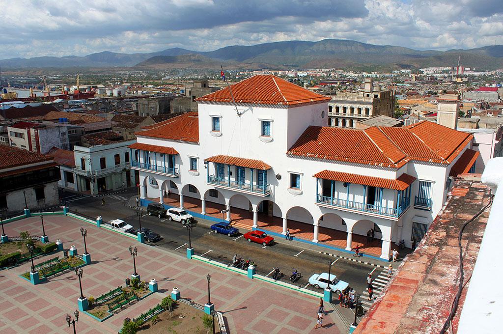El edificio colonial del Ayuntamiento de Santiago, visto desde una azotea