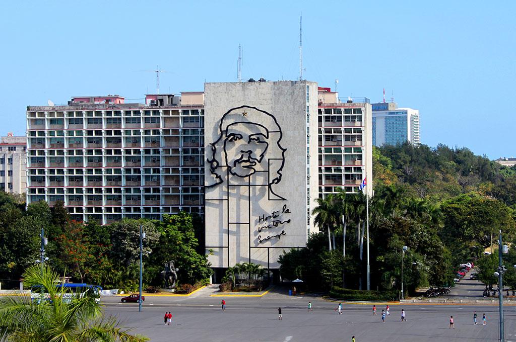Plaza de la Revolución. En la fachada del Ministerio del Interior hay una efigie de Che Guevara