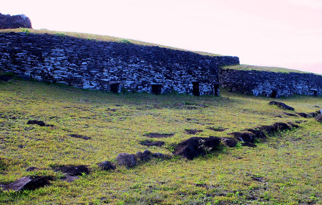Isla de Pascua. aldea ceremonial de Orongo