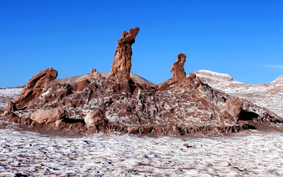 Desierto de Atacama. Formacion rocosa de las Tres Marias en el Valle de la Luna