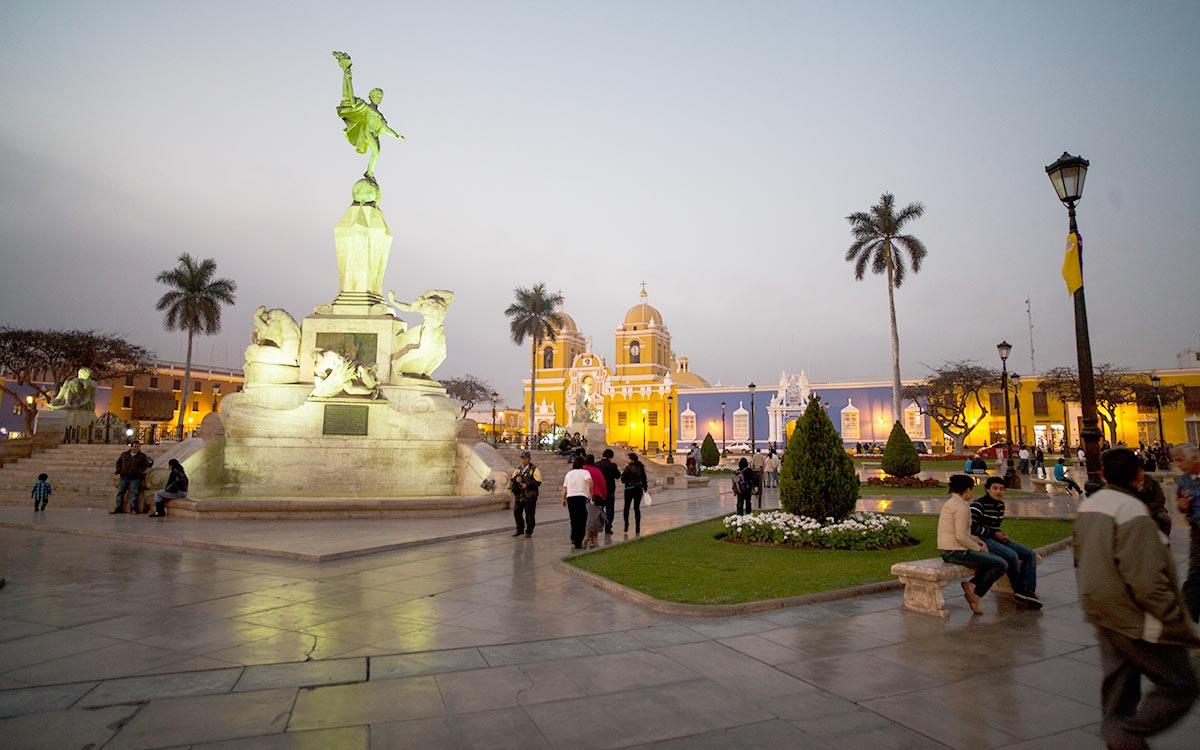 Que ver en Trujillo. Plaza de Armas de Trujillo