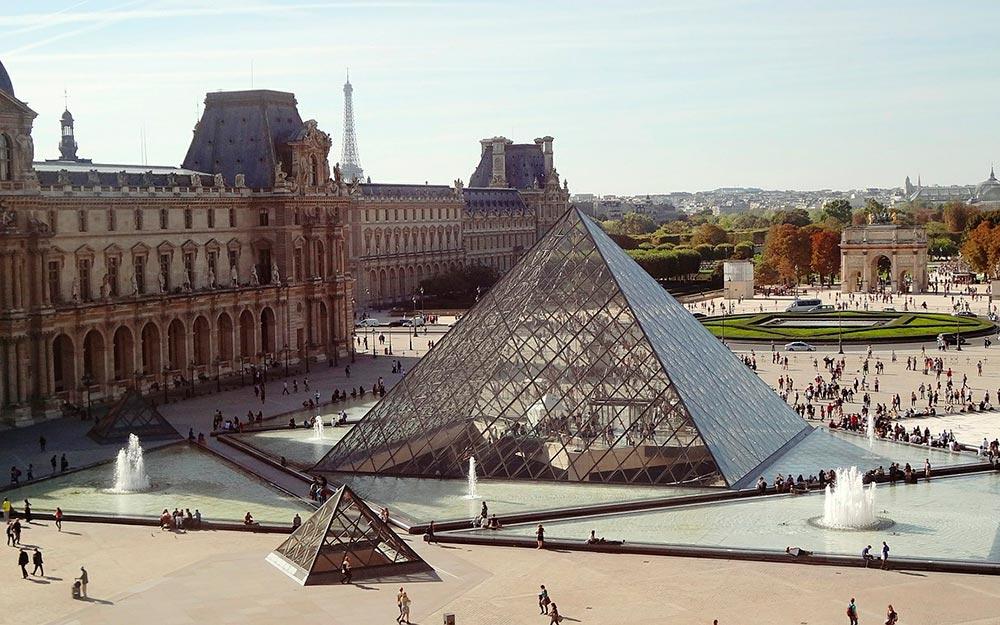 París en otoño. Museo del Louvre